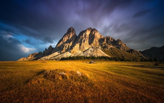 Обои Скалы горы, газон, трава, дом, облака, закат