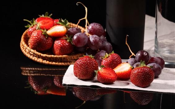 Обои Клубника и виноград, фрукты, натюрморт