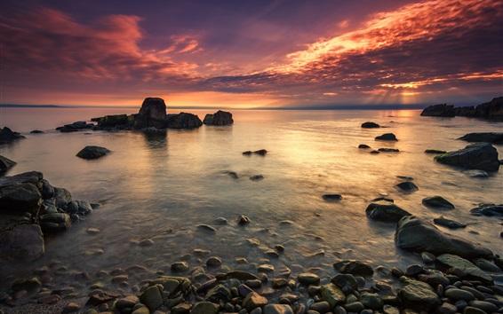 Fond d'écran Coucher de soleil côte, mer, pierres, ciel rouge