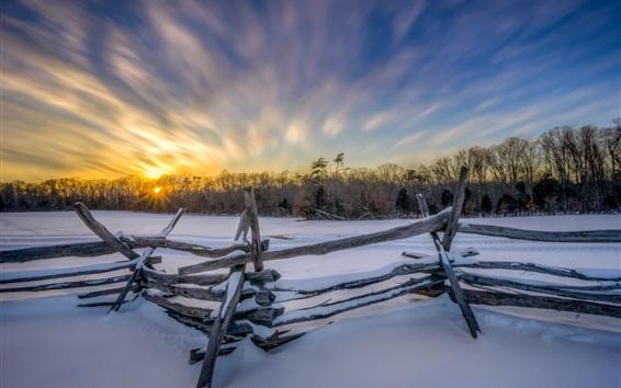 Fond d'écran Matin d'hiver, la neige, clôture, arbres, lever de soleil