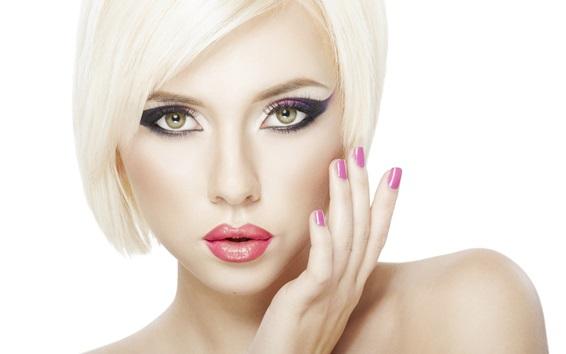 Fond d'écran Blonde fille maquillage, cheveux courts, lèvre