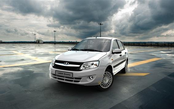 Fondos de pantalla Lada Granta coche blanco, nubes