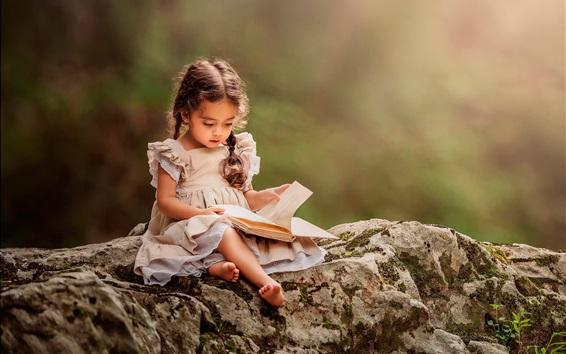Wallpaper Lovely little girl reading book