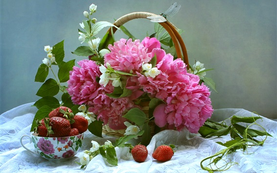 Обои Розовые пионы и белый жасмин, корзина, клубника