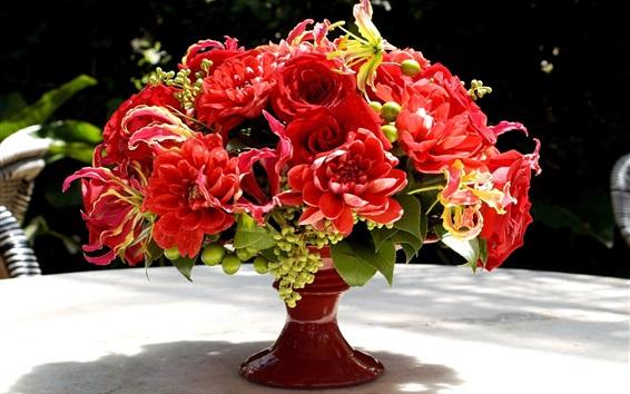 Fond d'écran Les fleurs rouges, bouquet, vase