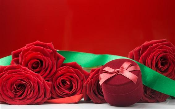 Обои Красная роза и подарок, романтический