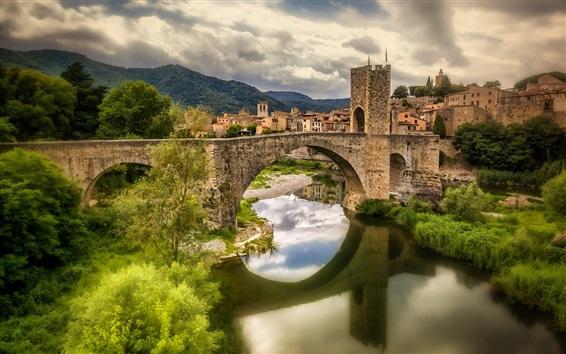 Wallpaper Spain, Catalonia, Fluvia river, houses, bridge, grass, clouds