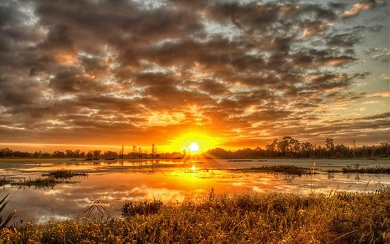 Fond d'écran Coucher de soleil, nuages, herbe, rivière