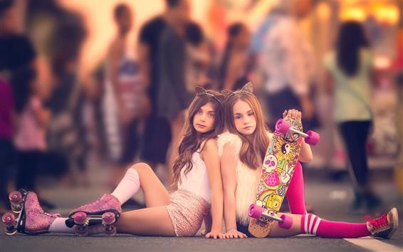 Обои Две прекрасные маленькие девочки, ребенок, улица
