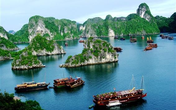 Fond d'écran Vietnam, la baie d'Halong, bateaux, montagne, nuages