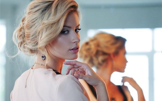 Wallpaper Blonde fashion girl look back