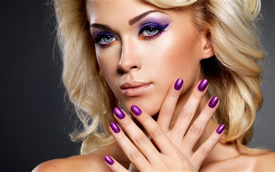 Fond d'écran Blonde girl, maquillage, mains, vernis à ongles