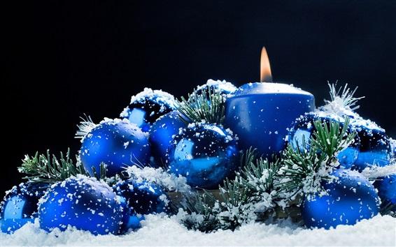 Обои Новогоднее украшение, свечи, шары, снег, синий стиль