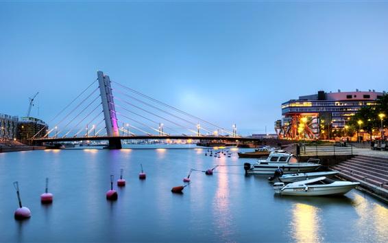 Fond d'écran Ville, nuit, rivière, bateaux, pont, maisons, lumières