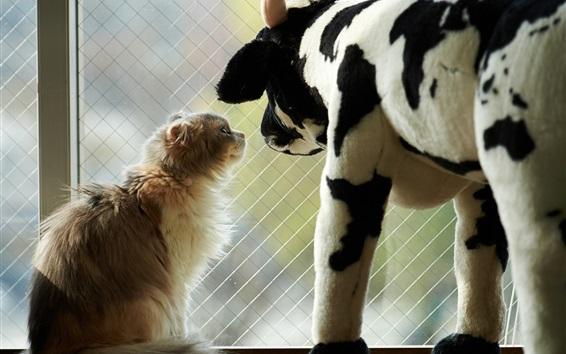 壁紙 子猫とおもちゃの牛
