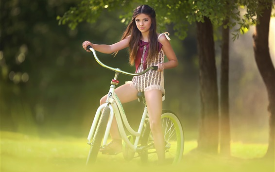 壁紙 素敵な少女乗馬用自転車