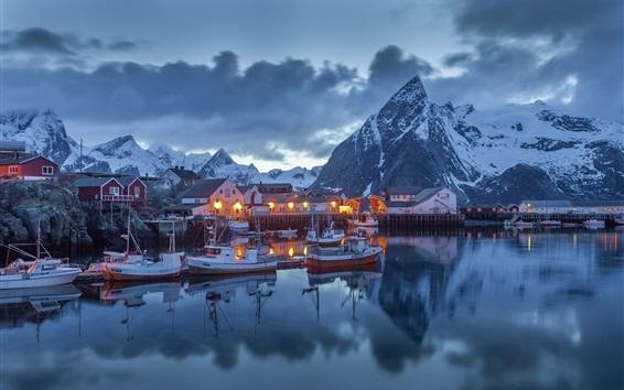Fondos de pantalla Puerto noche, casas, barcos, luces, montañas, nubes, Nordland, Noruega