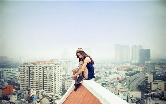 Fondos de pantalla Asiática, niña, sentado, techo, ciudad, peligroso