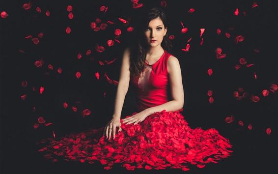 壁紙 美しい赤いドレスの女の子、花びらの飛行、黒い背景