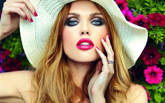 Fond d'écran Fille blonde, maquillage, chapeau, yeux bleus, lèvre