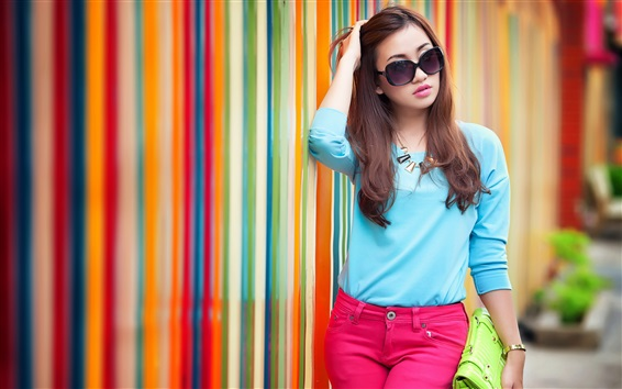 Обои Голубое платье Азиатская девушка, очки, улица, радужный фон