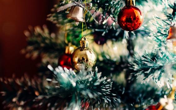 Обои Новогоднее украшение, шары, дерево, размытые