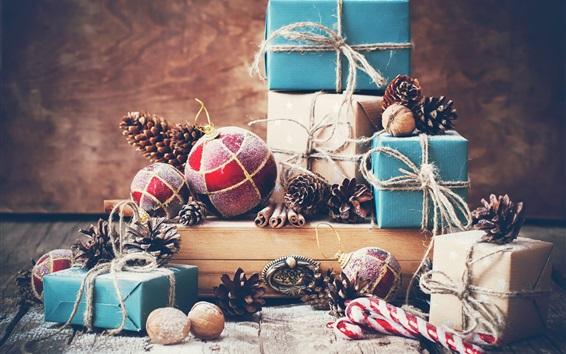 Обои Рождественские подарки, шарики, орехи, Новогодние украшения