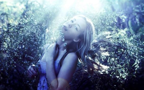 Обои Девочка в природе, солнечный свет