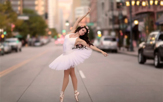 Wallpaper Ballerina dancing at city street