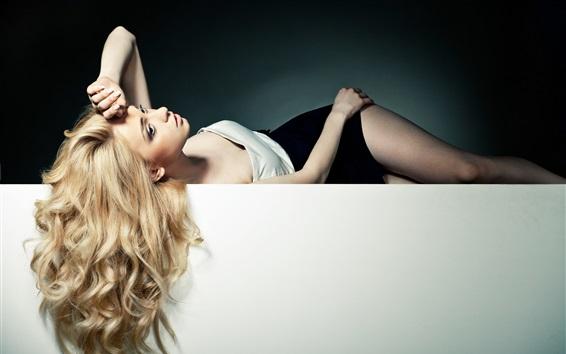 Fond d'écran Belle fille blonde, cheveux longs, pose, sexy