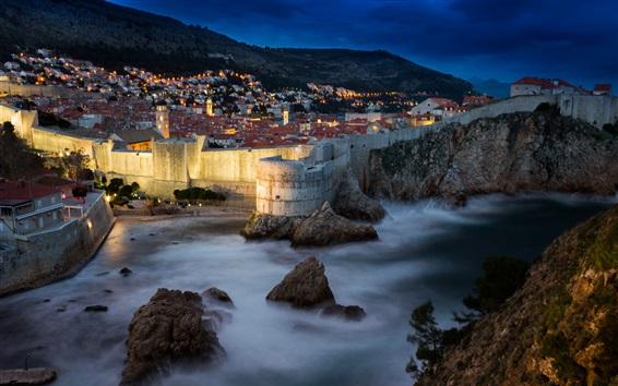 Обои Хорватия, Дубровник, крепость, ночь, скалы, море, город, дома, фонари
