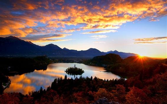 Fondos de pantalla Croacia, montañas, nubes, amanecer, salida del sol, isla de Mljet, castillo, lago