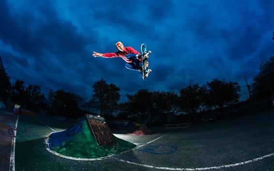 Обои Экстремальные виды спорта, катание на роликовой доске, прыжки, ночь