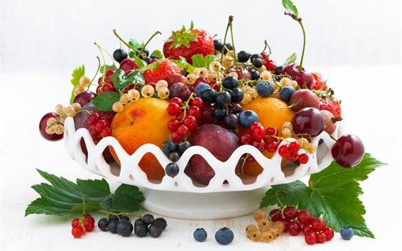Обои Свежие фрукты, ягоды, персик, вишня, клубника
