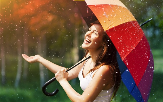 壁紙 雨の中で幸せな女の子、傘