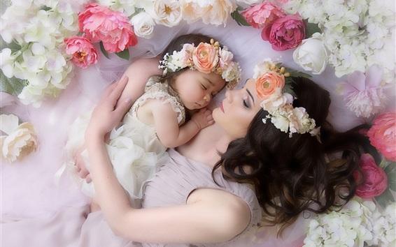 Обои Мама и дочь, любовь, нежность, венок, цветы, спальные