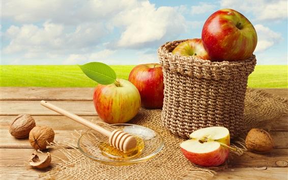 Fond d'écran Pommes rouges, panier, noix, ciel bleu