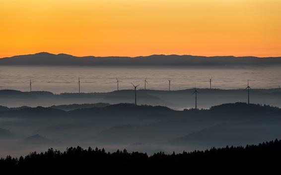 Fond d'écran Coucher de soleil, moulins à vent, brouillard, montagnes, ciel