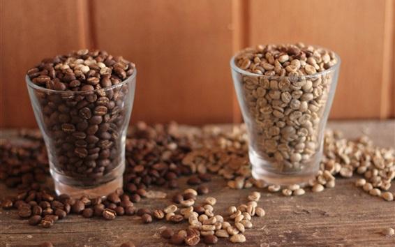 Обои Две стеклянные чашки кофе в зернах