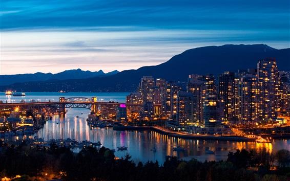 Fond d'écran Vancouver, Canada, soir, ville, lumières, pont, montagnes, bâtiments
