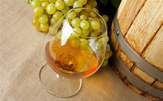 Обои Алкогольные напитки, вино, виноград, стеклянная чашка