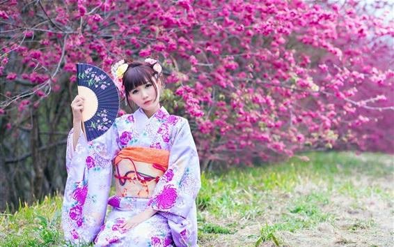 Fond d'écran Belle fille japonaise dans le jardin, kimono, fleurs, printemps