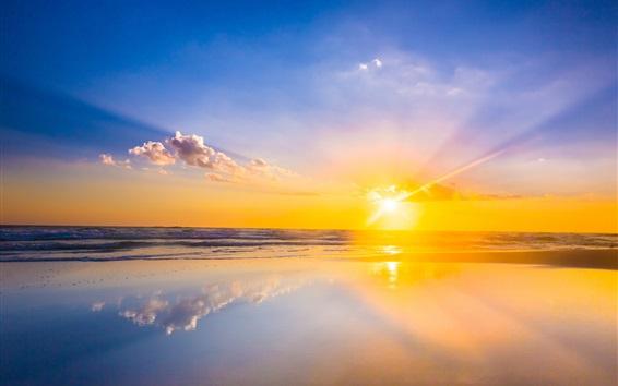 Fondos de pantalla Hermosa puesta de sol, mar, agua, espejo, reflexión, cielo, nubes, rayos de sol