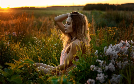 Blonde-girl-feeling-the-nature-fresh-air_m.jpg