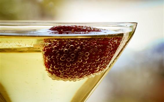 Обои Шампанское, пузыри, клубника, напитки, стеклянная чашка