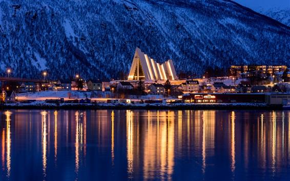壁纸 特罗姆瑟,挪威,冬天,城市,海,山,夜,灯