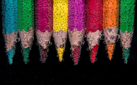 壁紙 水の中の色鉛筆、多くの泡