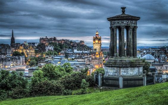 Fond d'écran Édimbourg, Écosse, soir, Arbres, gazebo, ville, lumières, nuages