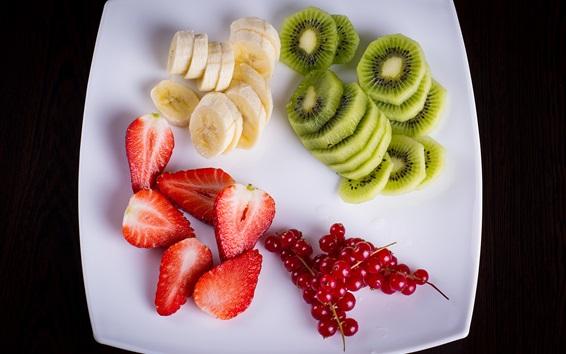 Обои Фруктовый салат, киви, ягоды, банан, клубника
