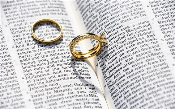Обои Золотые кольца, ювелирные изделия, книги
